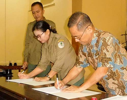 Annual Work Plan to eradicate wildlife crimes is signed (April 16, 2018)